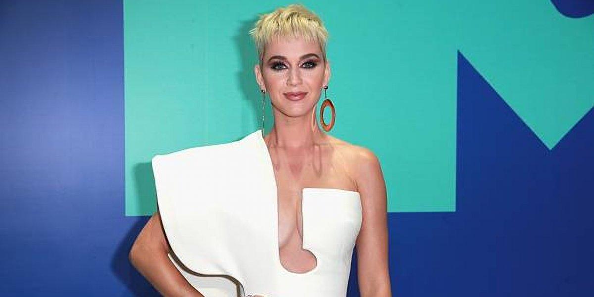 Katy Perry presume su nuevo look sin cejas y luce irreconocible