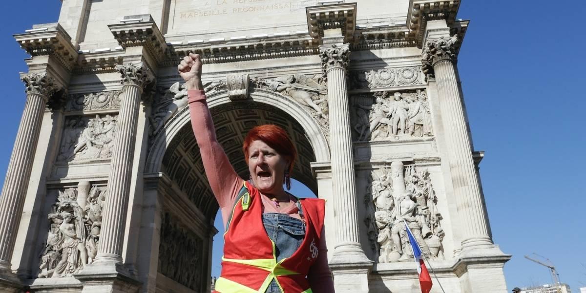 Hombre pierde cuatro dedos en protesta de chalecos amarillos en París