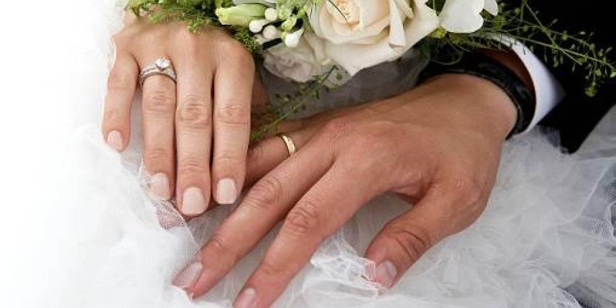 (Video) Joven le ruega a su ex, que va camino al altar, que no se case
