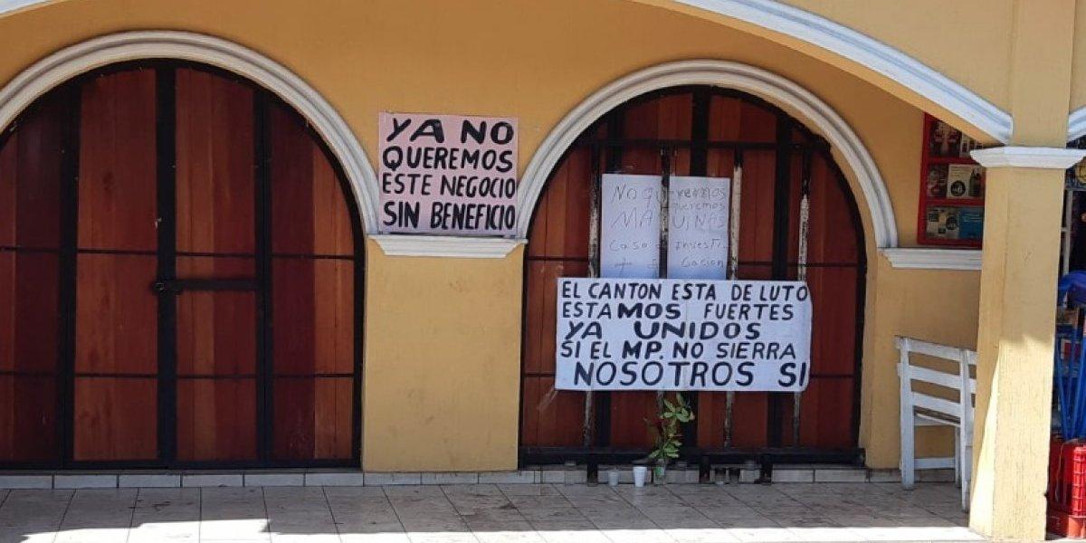 Cansados de la violencia, vecinos exigen cierre de negocio en Retalhuleu