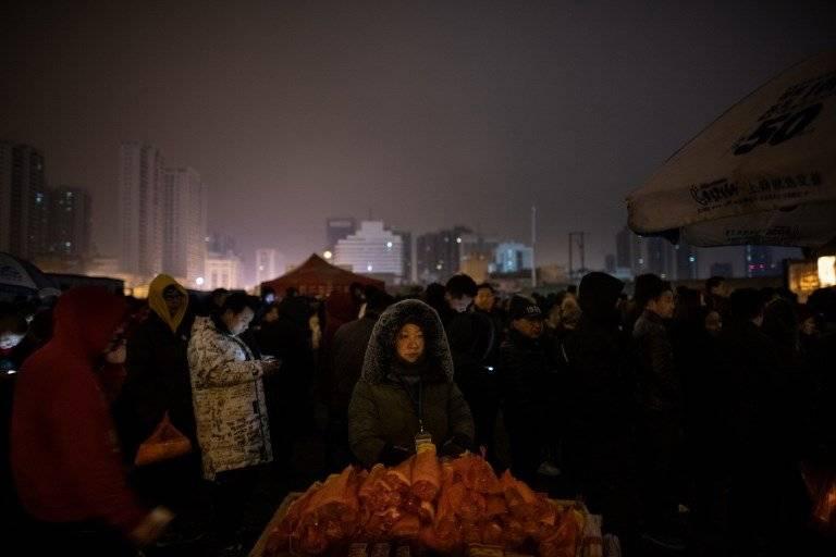 Chinos rinden homenaje al Dios de la Riqueza AFP