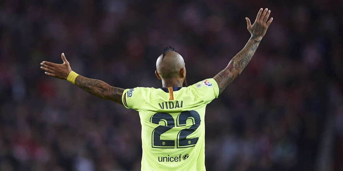 """La cambiante prensa española criticó duramente a Vidal: """"Bruto, torpón, para olvidar, desastroso con el balón"""""""