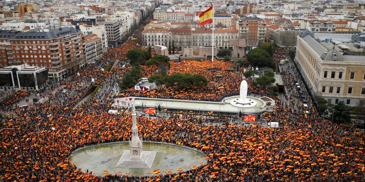 Miles de españoles se manifiestan en Madrid contra Pedro Sánchez