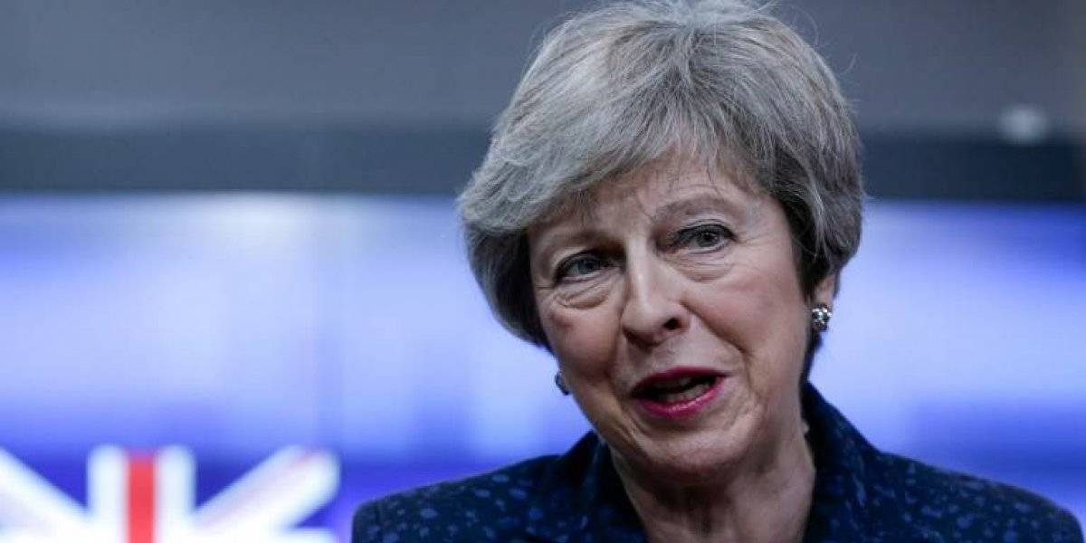 Theresa May dimite, derrotada por un Brexit imposible