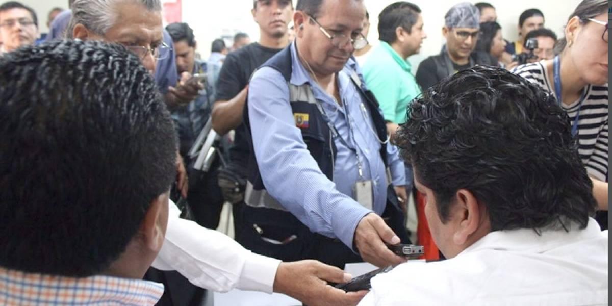 Trabajadores rechazan despidos de cerca de 4 000 empleados del sector público