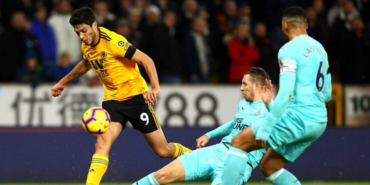 Wolverhampton y Jiménez rescatan empate con agónico gol