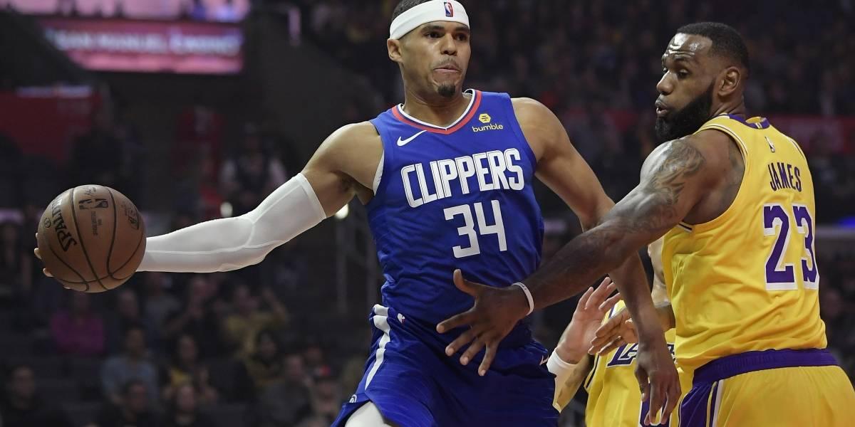 Embiid y los Sixers frenan a los Lakers