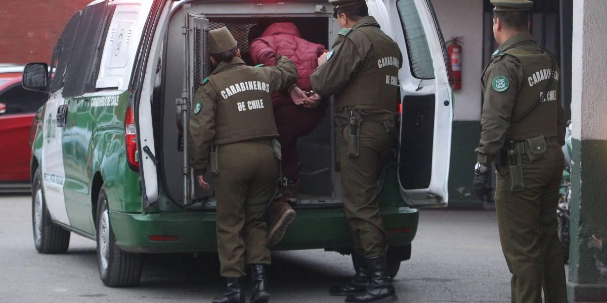 Detienen a dos personas que robaron un furgón y chocaron con antejardín