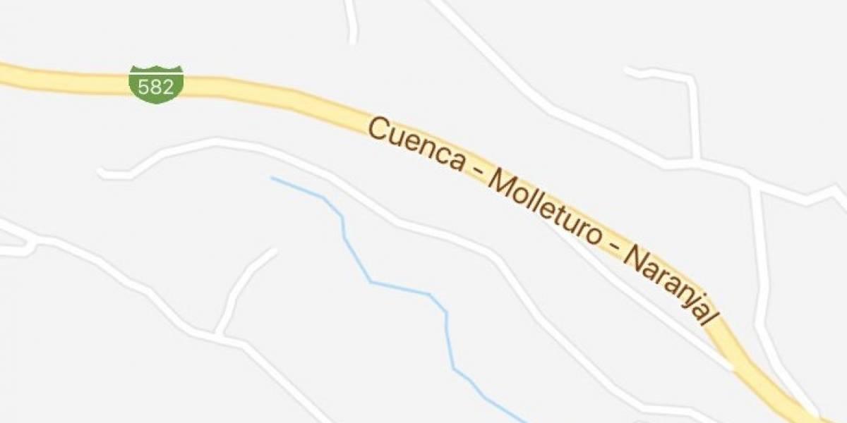 Se reporta volcamiento de un vehículo en la vía Cuenca-Molleturo