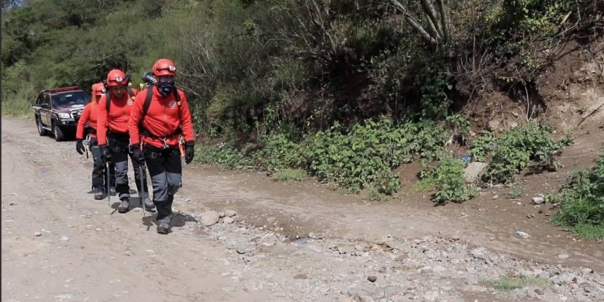 Rescatan a dos excursionistas que se extraviaron en volcán Cayambe