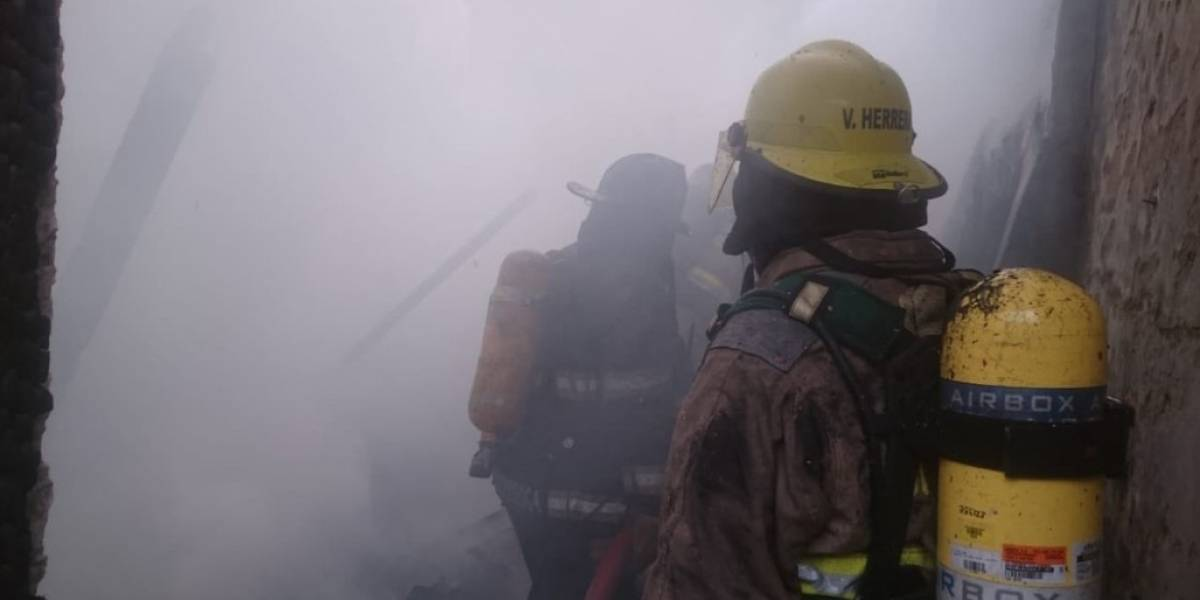 Incendio afecta a tres viviendas en el barrio Garay de Guayaquil