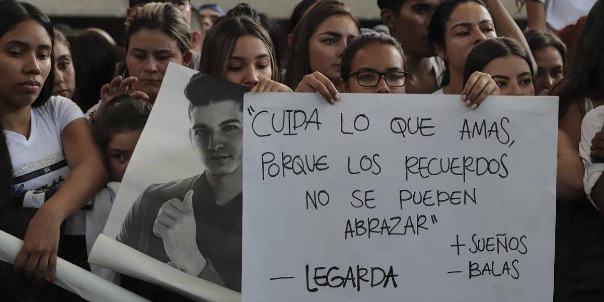El cantante Legarda muere por una bala perdida en Medellín