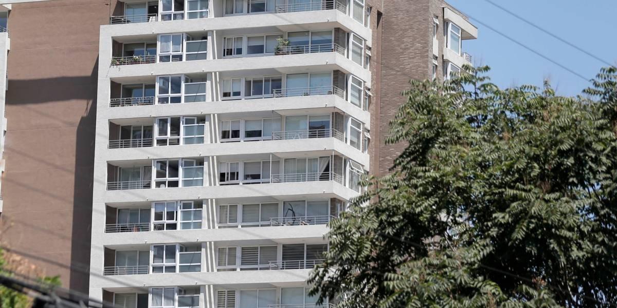 Hombre muere tras caer de piso 15 en edificio de La Florida: habría tratado de ingresar por la ventana tras olvidar las llaves