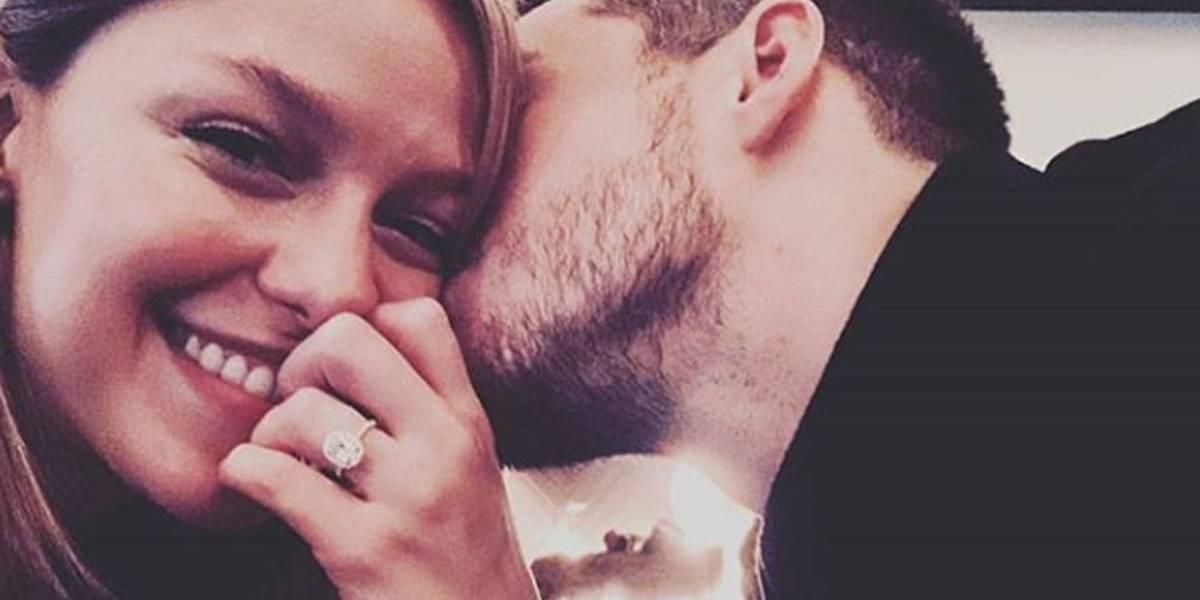 Supergirl está noiva! Melissa Benoist posa com aliança e Chris Wood promete casamento 'em breve'