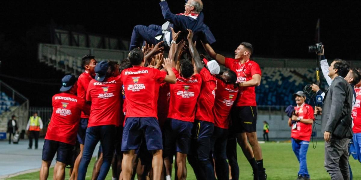 """Sudamericano Sub 20: En plena entrevista jugadores de la """"Mini Tri"""" celebraron con Jorge Célico"""