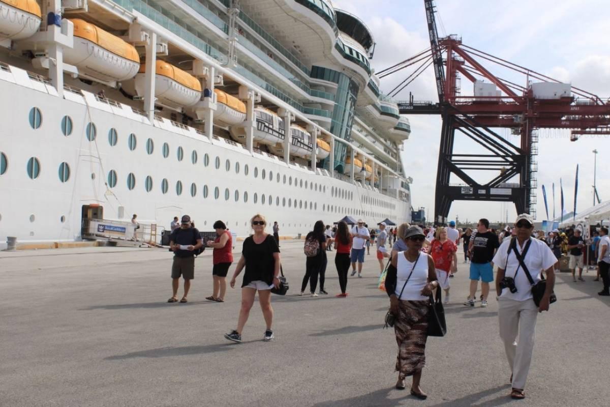 Menor de un año muere al caer de crucero en San Juan