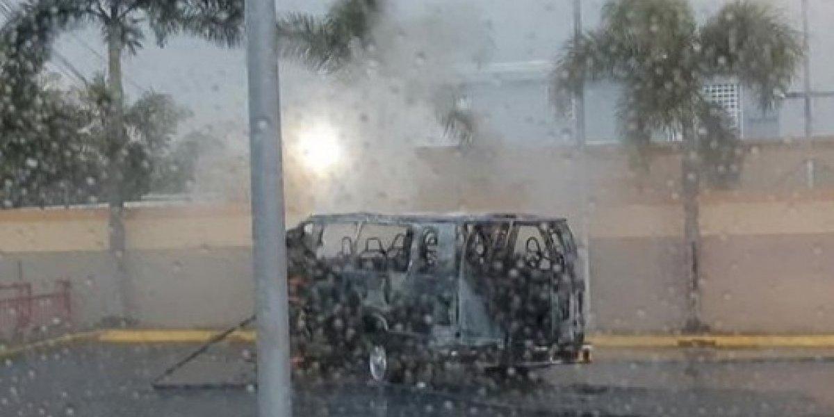 Se incendia guagua escolar en Caguas