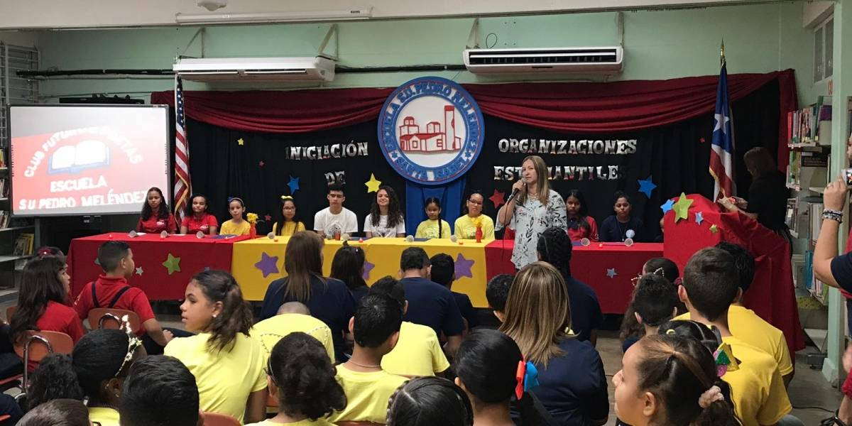Estudiantes se suman a clubes en escuela de Santa Isabel