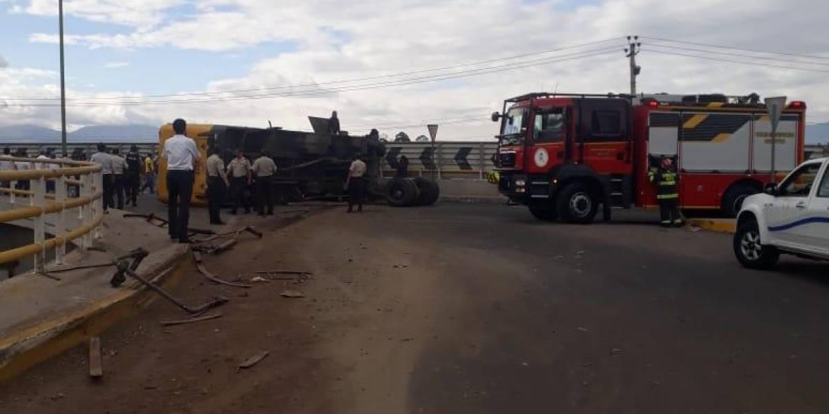 20 heridos tras accidente de tránsito en la Ruta Viva, sector de Pifo