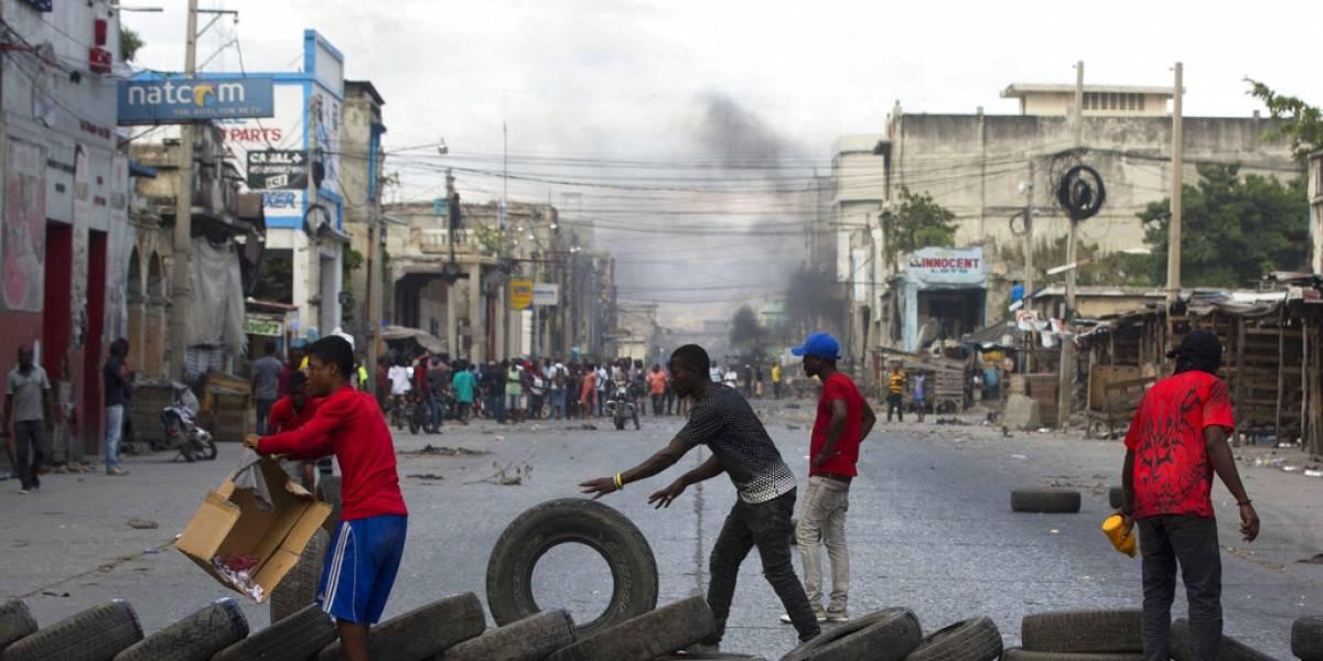 Haití continúa paralizado por las protestas violentas que exigen la renuncia del presidente