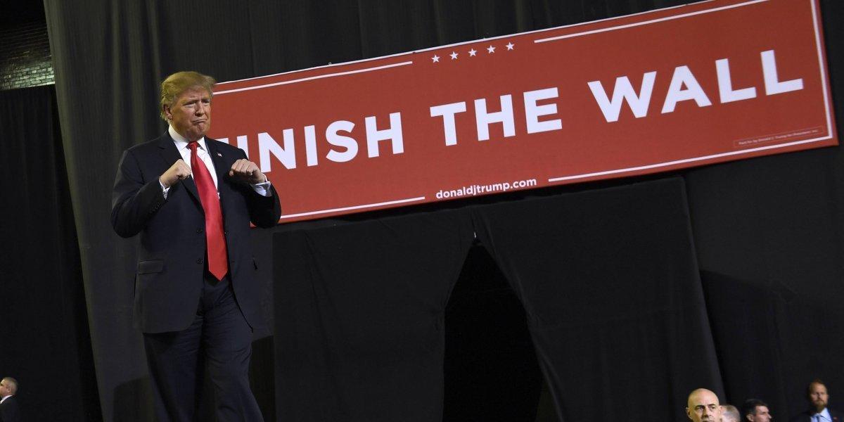 """Trump desafía al Congreso y promete en Texas """"terminar"""" el muro con México"""