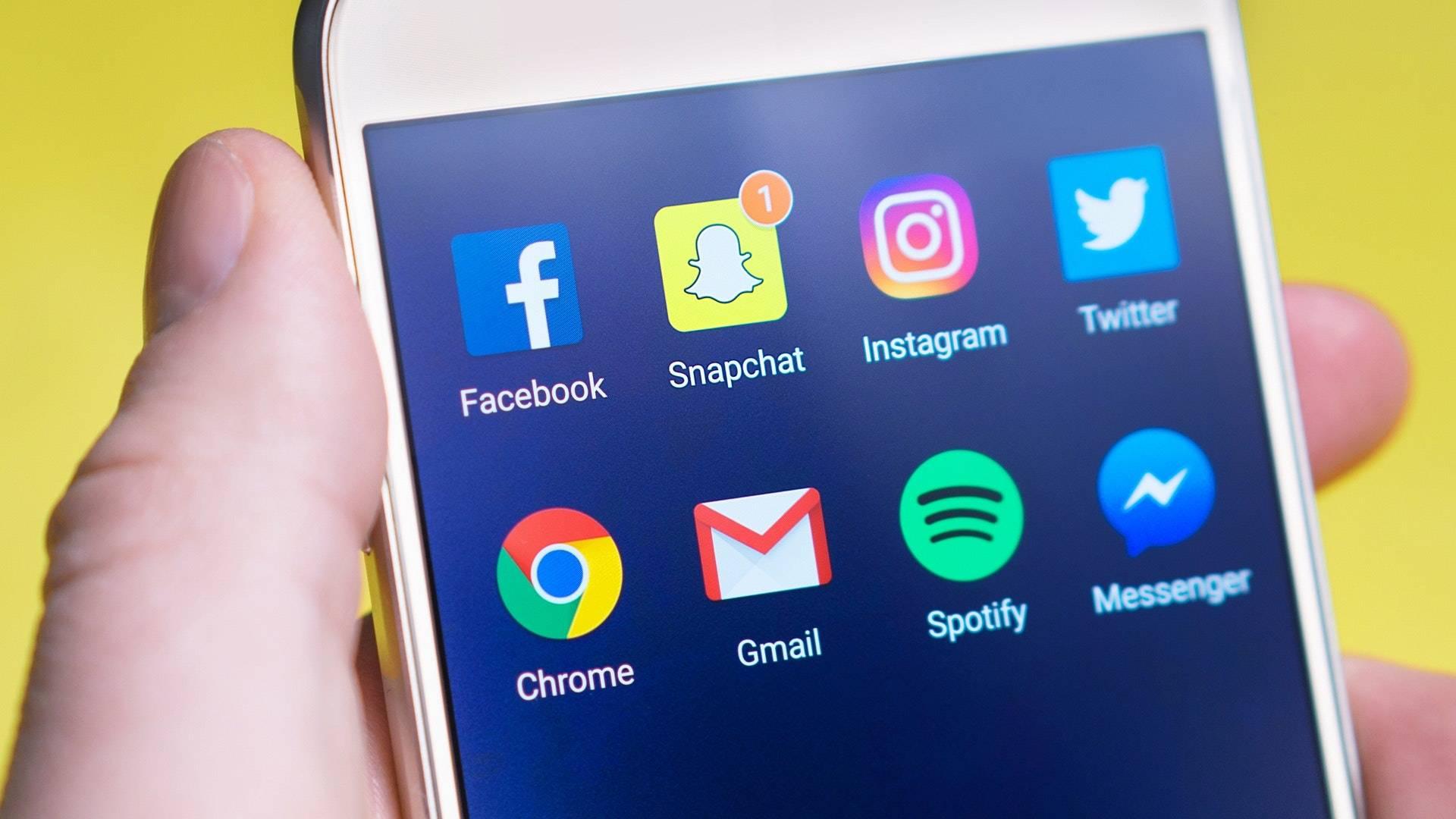 La Corte Constitucional analizará los límites de las redes sociales y citó a Facebook y a Google a una audiencia pública