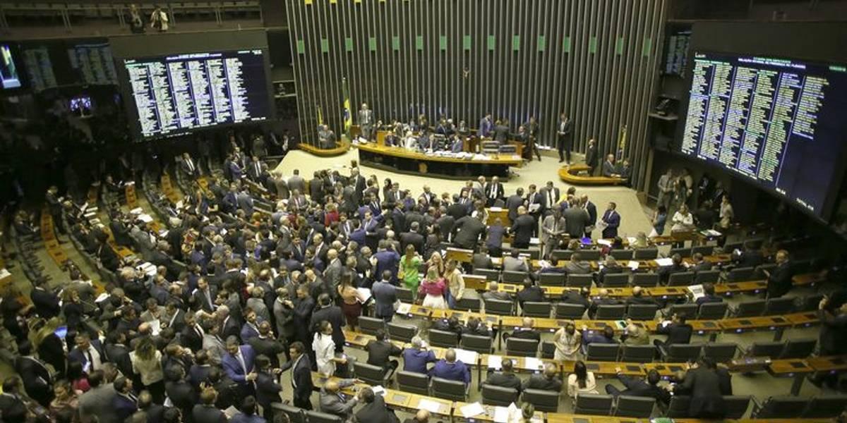 Câmara aprova suspensão de decreto sobre sigilo de documentos