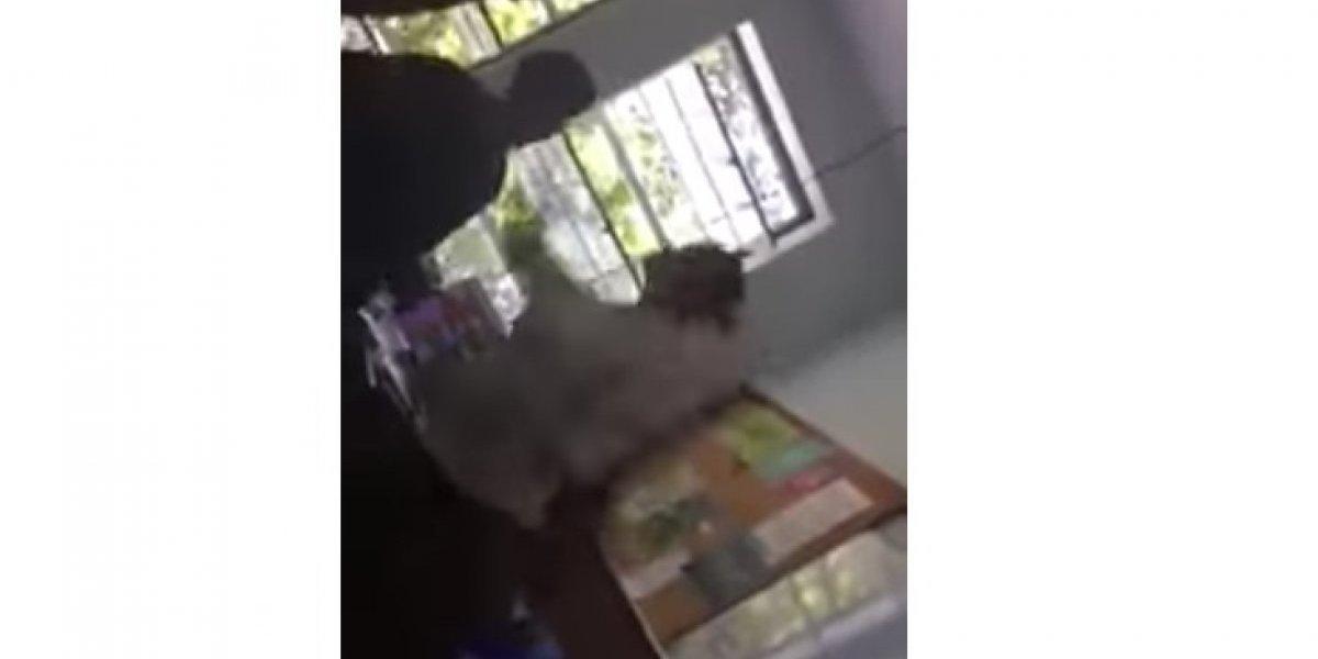 Maestra cacheteó a alumna en clase por usar celular