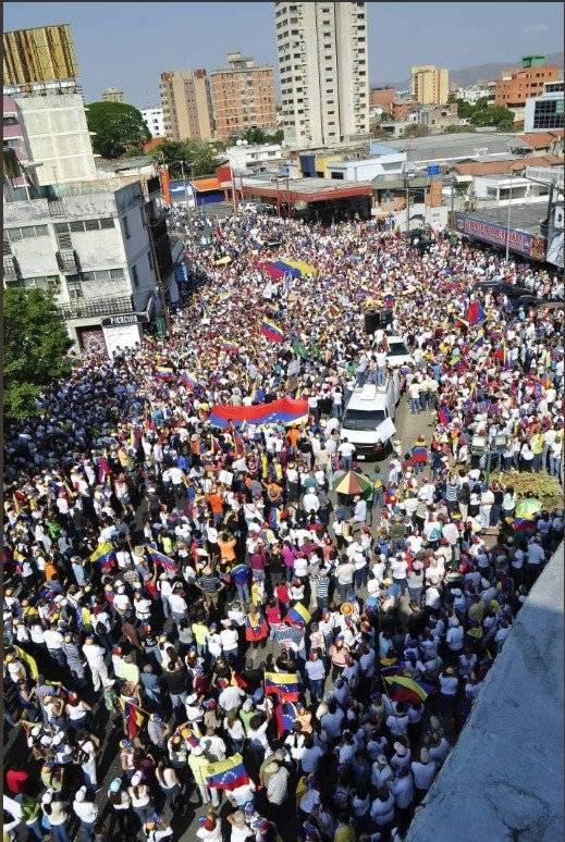 Venezolanos liderados por Guaidó marchan para exigir a las FFAA que no bloqueen la ayuda humanitaria