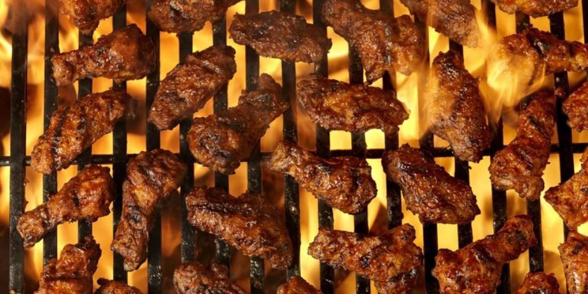 El mejor concurso de la vida: restorán regalará 10 alitas de pollo por romper la foto de tu ex en San Valentín
