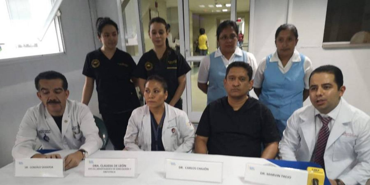 Médicos del Roosevelt practican cirugías a mujeres con problemas de matriz