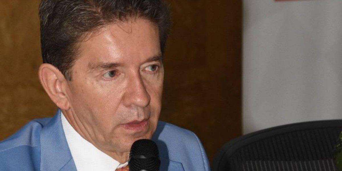 Gobernador de Antioquia propone fumigar cultivos de coca con helicópteros