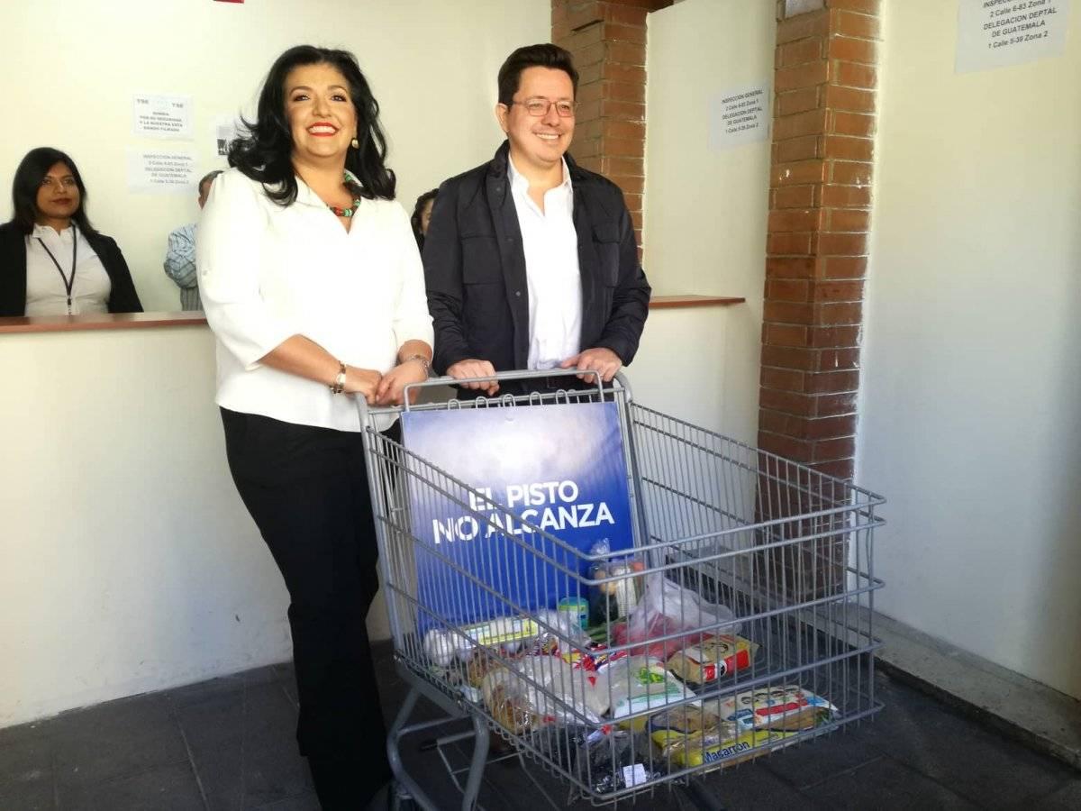 Julio Héctor Estrada y Yara Argueta, Creo