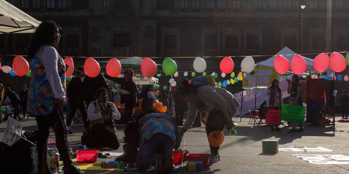 Galería: Instalan estancia infantil en el Zócalo en protesta contra AMLO
