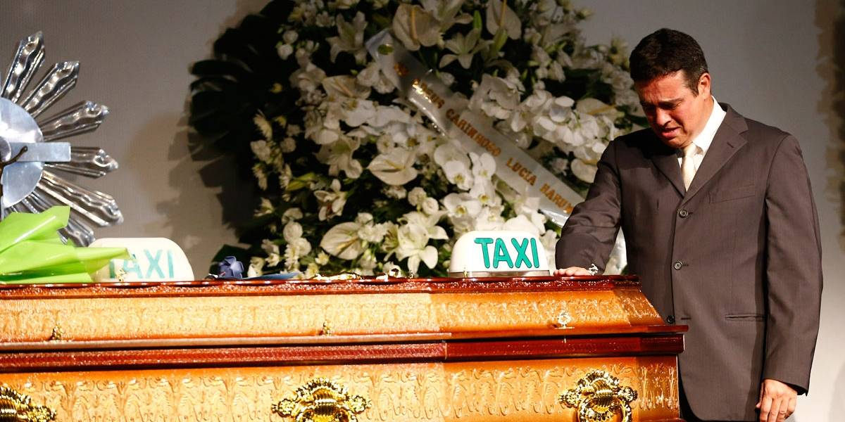 Taxistas prestam homenagens a Ricardo Boechat