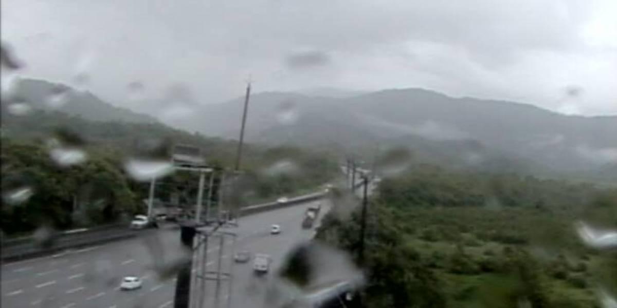 Queda de barreira bloqueia rodovia Cônego Domênico Rangoni