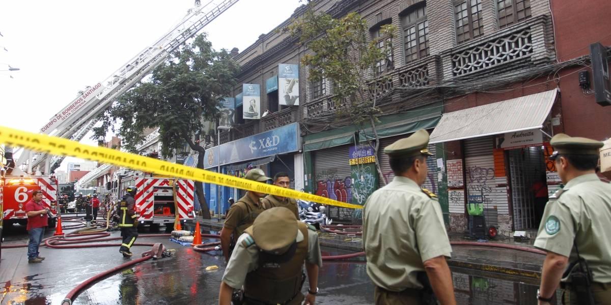 Barrio Meiggs: avenida Bascuñán Guerrero estará cerrada por al menos dos días tras incendio