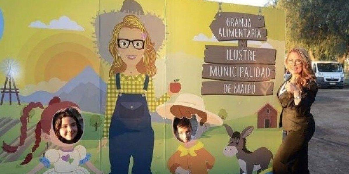 """Ahora es un mural: Cathy Barriga nuevamente en la polémica por usar su imagen """"vestida de campesina"""" en proyecto de Granja Alimentaria"""