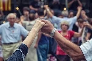 https://www.metrojornal.com.br/personare/2019/02/12/o-poder-das-dancas-circulares-autoconfianca-e-bem-estar.html