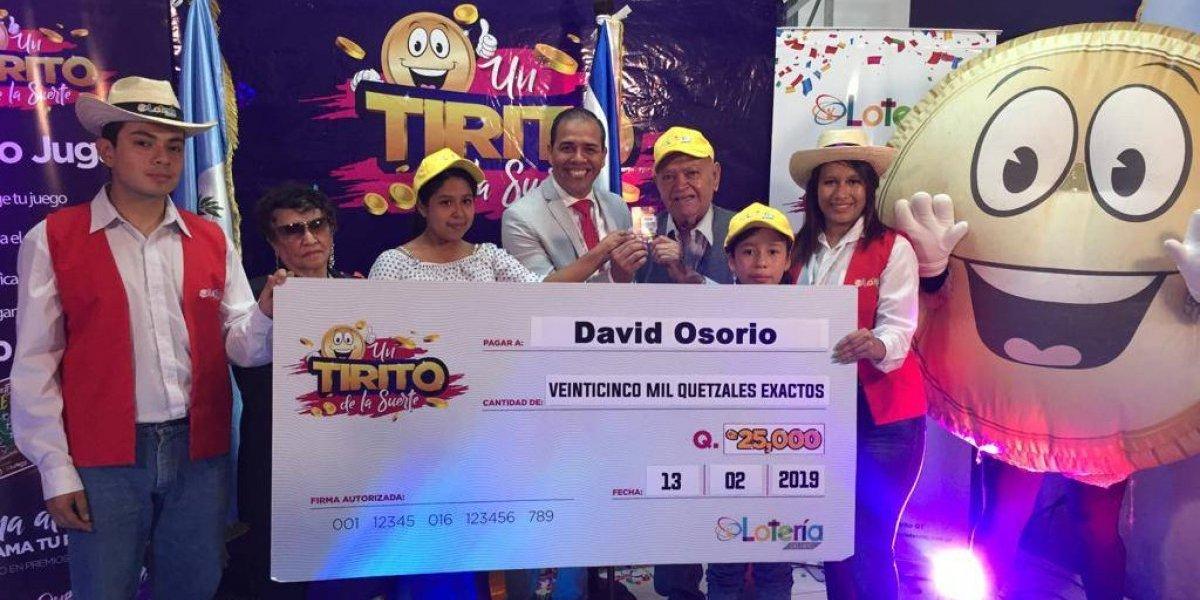 A sus 84 años, probó suerte por primera vez y ganó Q25 mil con la Lotería del Niño