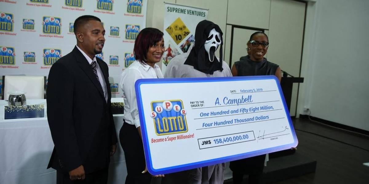 Ganhador da loteria vai receber prêmio com máscara do filme Pânico para não ser reconhecido