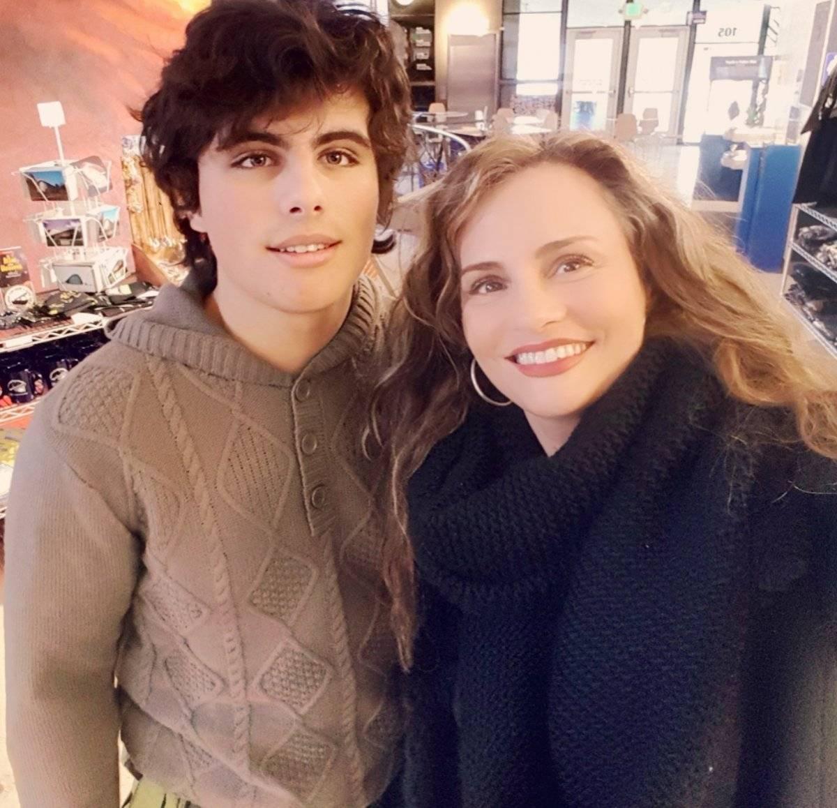 Aura Cristina Geithner y su hijo