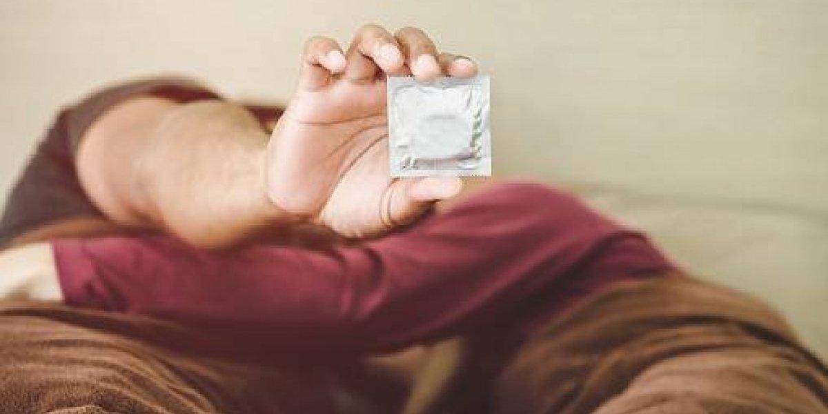 Sexólogo de la UNAM exhorta a usar preservativo este 14 de febrero