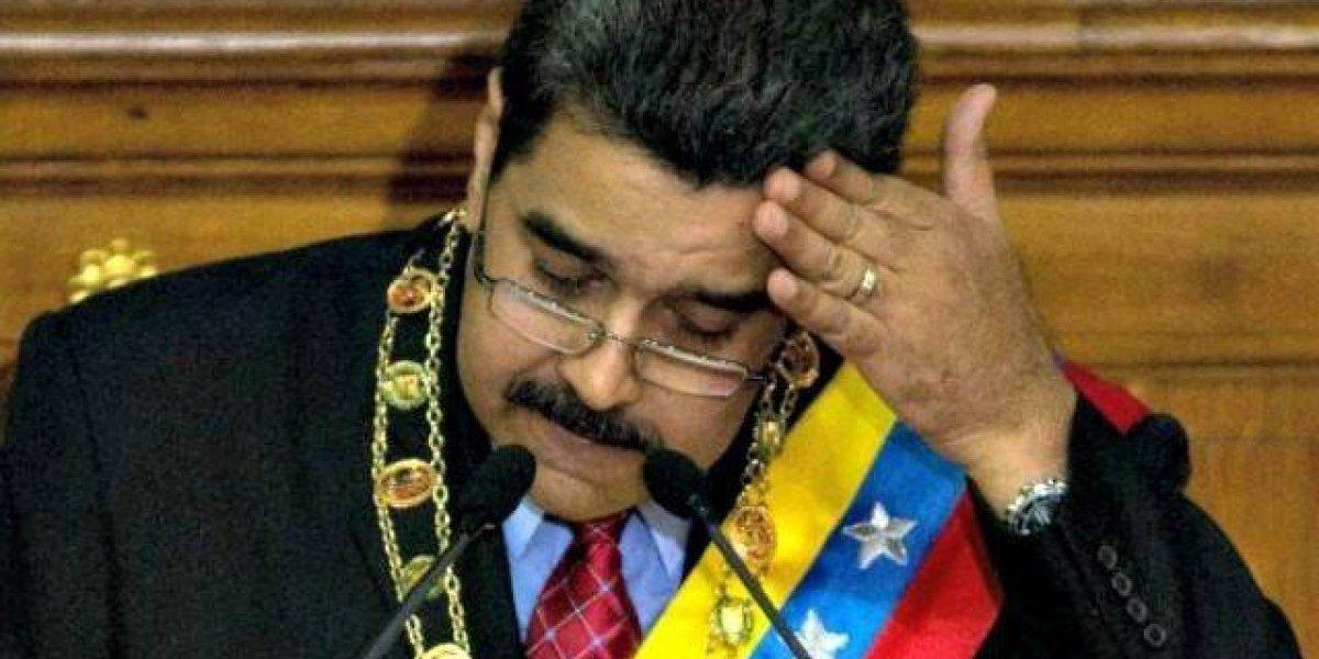 """A lo Pinochet: Maduro dice que """"están todos identificados"""" para referirse a venezolanos que aplaudieron desalojo de embajada"""