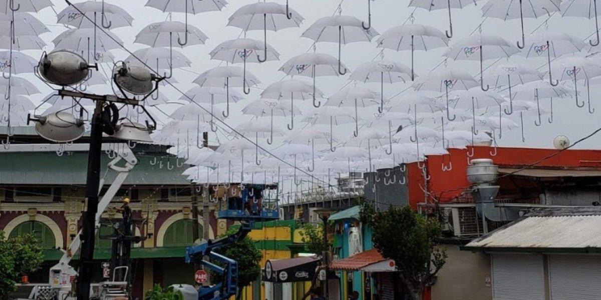Acusan a Carmen Yulín de paralizar instalación sombrillas en Santurce