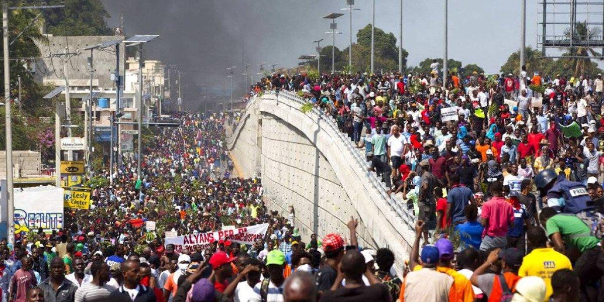 Haitianos amenazan con protestas pese a anuncio económico