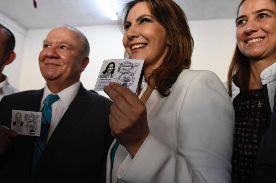 Binomio presidencial de Valor recibe sus credenciales. Foto: Omar Solís