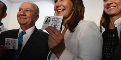 Binomio presidencial de Valor recibe sus credenciales.