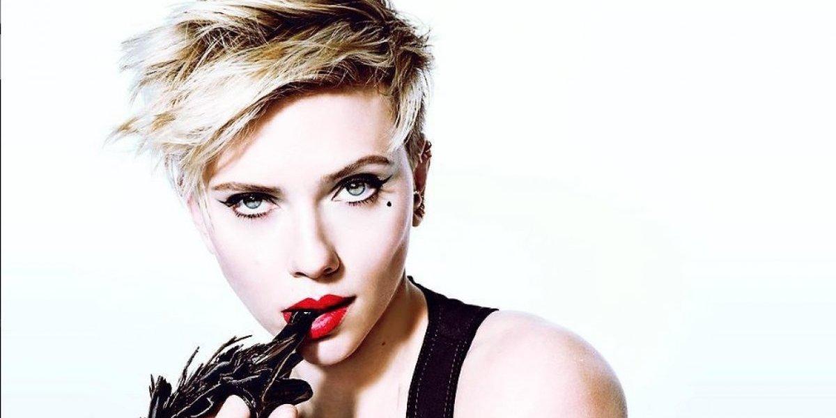 Scarlett Johansson cautiva con su nuevo traje