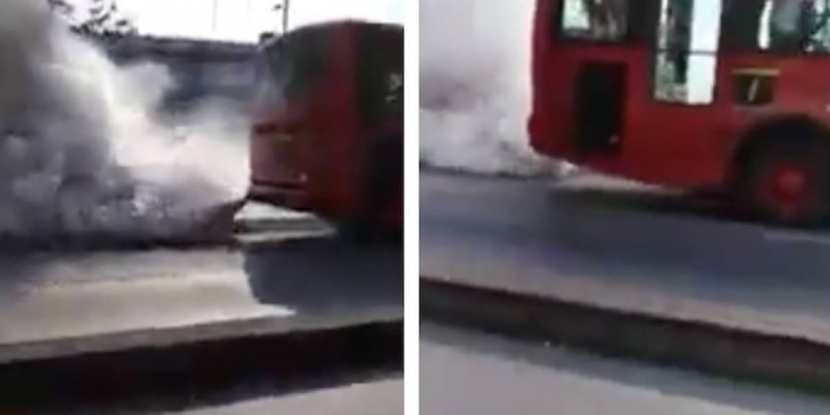 VIDEO: TransMilenio soltando una humareda es viral en medio de la emergencia por la calidad del aire